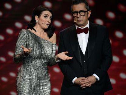 Silvia Abril y Andreu Buenafuente han cumplido  su discurso inicial de los Goya ha sido ágil, breve y divertido. Repasamos los principales objetivos de sus dardos