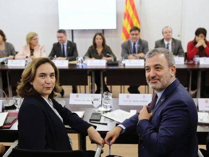 La alcaldesa Colau y el teniente de alcalde Collboni antes al inicio de la comisión mixta celebrada entre la Generalitat y el Ayuntamiento.