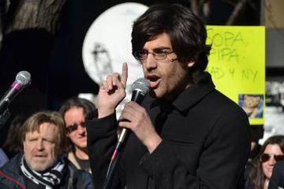 Swartz durante las protestas contra la aprobación de la ley SOPA, que buscaba perseguir la piratería