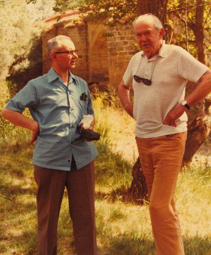 Leopoldo Villar y Graham Greene en otro momento de su periplo español.