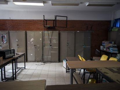 Un aula vandalizada de la primaria Carlos Darwin de Iztapalapa, en Ciudad de México.