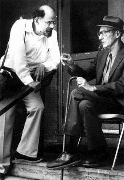 Allen Ginsberg (izquierda) y William S. Burroughs, padrinos de la generación beat.