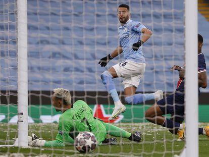 Mahrez marca el primer gol del partido de vuelta de las semifinales de la Champions entre el Manchester City y el PSG este martes en el Etihad.