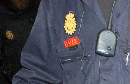 Identificación que lleva hasta el momento los antidisturbios de la policía.