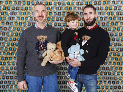 Una pareja gay con su hijo (Reino Unido).