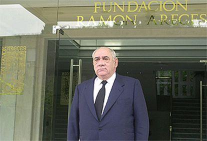 El presidente de El Corte Inglés, Isidoro Álvarez, ante la sede de la fundación Ramón Areces