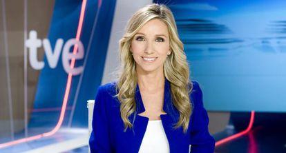 Marta Jaumandreu presenta el TD2 de Televisión Española.