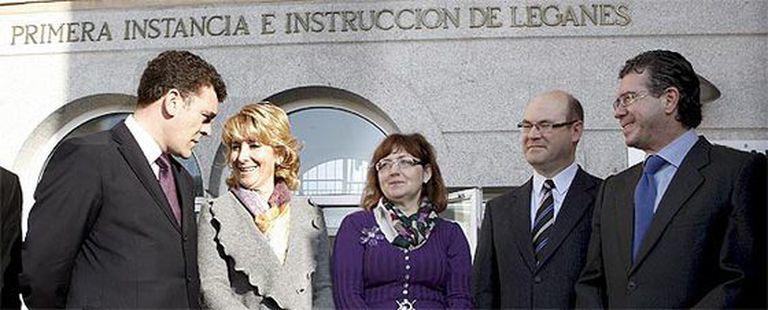 Aguirre, acompañada del alcalde Rafael Gómez, la juez María Rosa Rodríguez Jackson, el juez decano de Leganés Francisco Javier Peñas Gil y el consejero Francisco Granados.