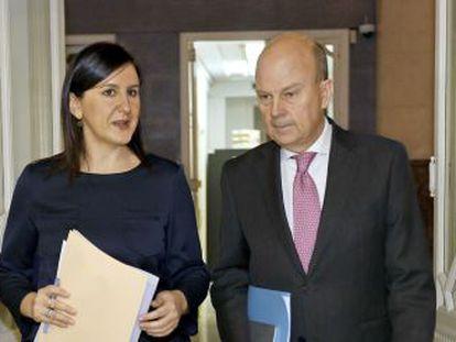 La exconsejera portavoz de la Generalitat valenciana, María José Català, con el extitular de Economía, Máximo Buch.
