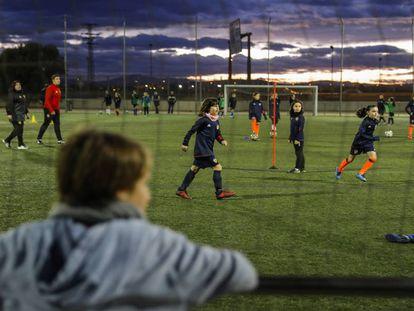 Entrenamiento del equipo femenino benjamín del Valencia CF.