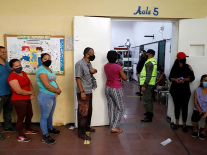 Colas para votar en un colegio electoral venezolano, el pasado domingo.