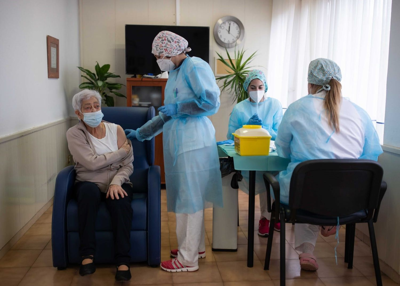 Los residentes Somontano de Barbastro (Huesca) recibe la segunda dosis de la vacuna contra la covid-19.