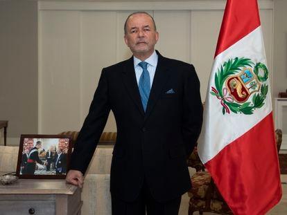 Claudio de la Puente, embajador del Perú en España, en su residencia oficial de Conde de Orgaz, en Madrid.