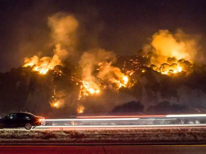 Uno de los cuatro incendios forestales en California el miércoles.