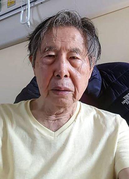 Una fotografía de Alberto Fujimori en la clínica.