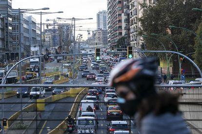 Imagen de archivo de un atasco en la Gran Via de Barcelona.