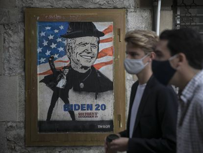 Último mural del artista italiano TVBoy sobre la victoria de Joe Biden.
