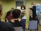 14. 5-2021. Terrassa. Vacunacion masiva para mayores de 50 anos en el Centre Civic Montserrat Roig .© Foto: Cristóbal Castro.