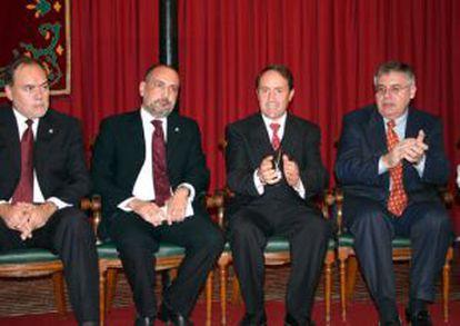 06/12/2005 (Yecla) Pérez de los Cobos, el Alcalde ( ya fallecido Juan Miguel Benedito) y el portavoz del P.P. Francisco Rico.