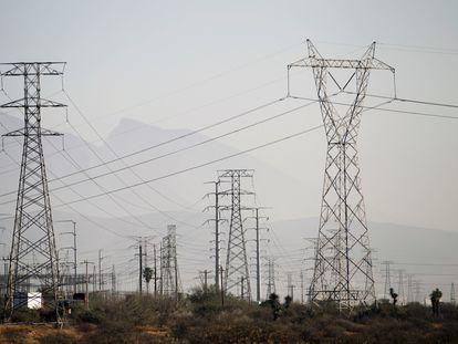 Líneas de electricidad en el Estado de Monterrey.