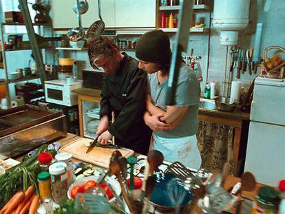 """L'ombra de """"Soul kitchen"""" de Fatih Akin, treu el nas en la darrera novel·la de Joan Carreras."""