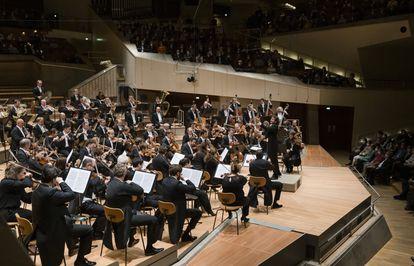 La Filarmónica de Berlin,  dirigida por Gustavo Gimeno.