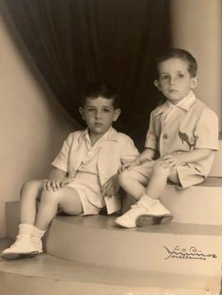 Juan Padrón (izquierda) y su hermano Ernesto, en una imagen cedida por la familia.