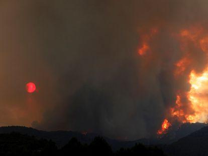 Permanece activo el incendio que se ha originado en Santa Coloma de Queralt (Conca de Barberà).