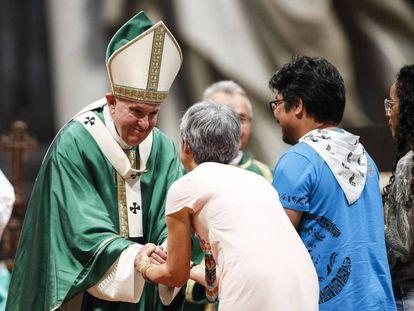 El papa Francisco en la misa de clausura del Sínodo de la Amazonia el pasdo domingo.