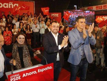 Pedro Sánchez, con Adrián Barbón y Adriana Lastra en Oviedo. En vídeo, declaraciones de Pedro Sánchez.