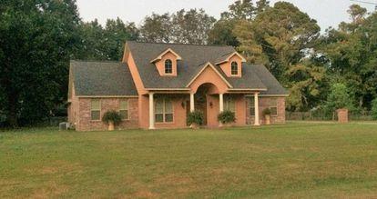 Una casa en el lado norte del lago.