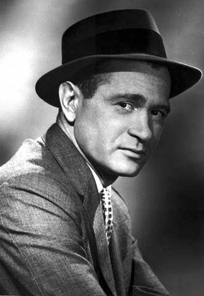 Darren McGavin., como Mike Hammer, en 1958