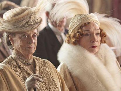 Maggie Smith y Shirley MacLaine en 'Downton Abbey'.