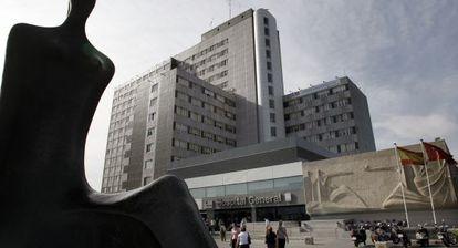Entrada del Hospital de la Paz, en Madrid.