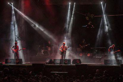 """Los granadinos """"Los Planetas"""", que no estaban anunciados en el cártel del Sonorama y que actuaron anoche en el 20 aniversario del festival."""