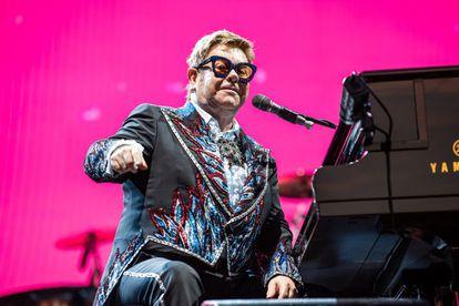 Elton John durante su actuación en la gala de los Oscar.