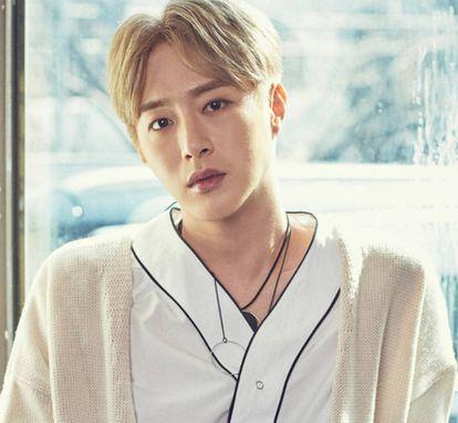 El cantante coreano Seo Min-woo en una foto promocional de la agencia TOP Media.