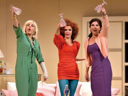 Anabel Alonso, Marta Belenguer y Ana Fernández, en 'Lastres'.