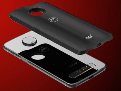 El Moto Z3 y el módulo que permite que el terminal sea compatible con el 5G.