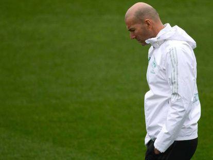 Zinedine Zidane en el entrenamiento de este martes previo al partido de Copa contra el Numancia.