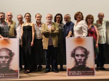 Presentación del cartel de la Mostra de Cine, con su autor, Manuel Boix.