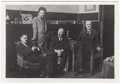 De izquierda de derecha, James Joyce, Ezra Pound, Ford Madox Ford y John Quinn.