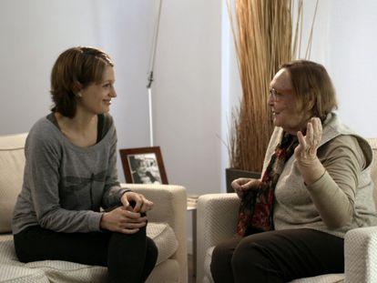 Luna Pindado y Diana Garrigosa en una imagen del documental sobre Pasqual Maragall.