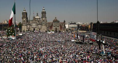 Seguidores de López Obrador en el Zócalo de México DF.