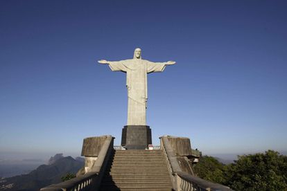 Vista de la estatua del Cristo Redentor, ubicada en el cerro del Corcovado de Río de Janeiro.