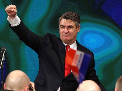 Zoran Milanovic celebra su victoria en las elecciones presidenciales de Croacia, este domingo en Zagreb.