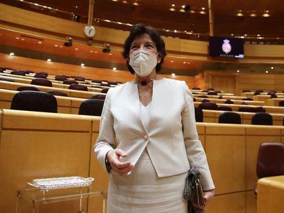 La ministra de Educación, Isabel Celaá, en el Senado.