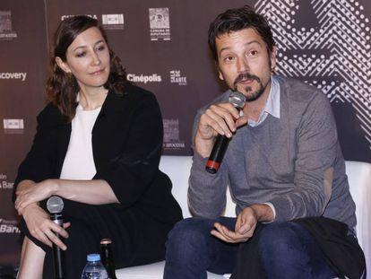 La directora general de Ambulante, Paulina Suárez, y Diego Luna, este miércoles en Ciudad de México.