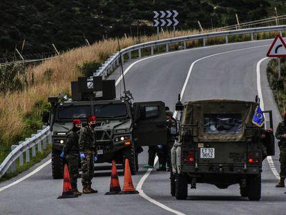Control del ejército en la frontera de Ceuta con Marruecos.