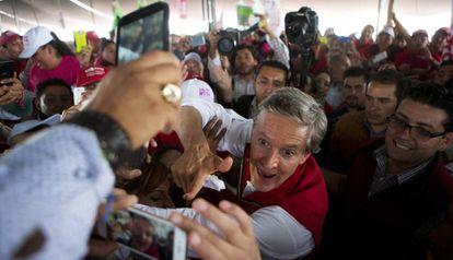 Alfredo del Mazo, en un acto de campaña.